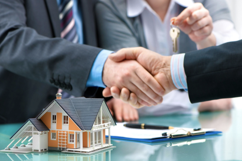 A mortgage broker helping to close the application.
